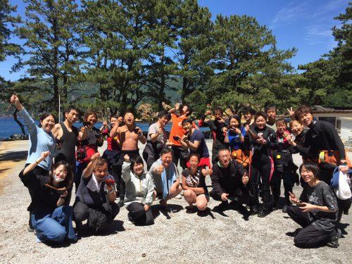 静岡県西伊豆町黄金崎公園ビーチのイベント「スープバー」の様子です。ここはダイビングはもちろんシュノーケリングや体験ダイビングも楽しめる絶景ポイントです。