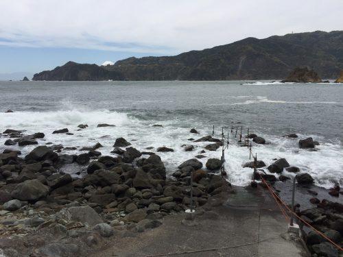 静岡県の伊豆半島の西側、西伊豆地区にある黄金崎でダイビングが楽しめるポイントです。。