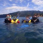 静岡県西伊豆町黄金崎公園ビーチのシュノーケリングの画像です。ここはダイビングはもちろんシュノーケリングや体験ダイビングも楽しめる絶景ポイントです。