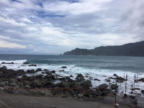 静岡県西伊豆町黄金崎公園ビーチ。ここはダイビングはもちろんシュノーケリングや体験ダイビングも楽しめる絶景ポイントです。