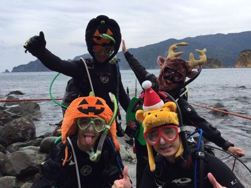静岡県西伊豆町黄金崎公園ビーチのダイビングで見れたハロウィンダイバーの画像です。ここはダイビングはもちろんシュノーケリングや体験ダイビングも楽しめる絶景ポイントです。