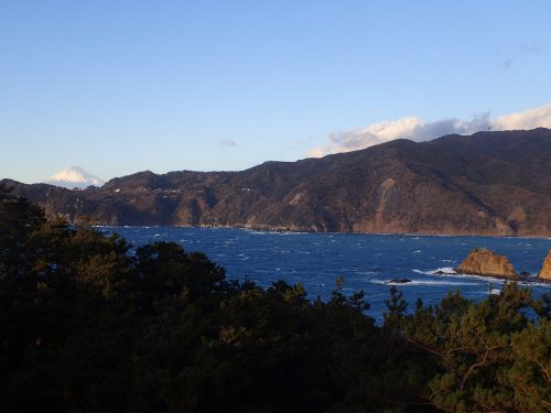 黄金崎公園西風と富士山