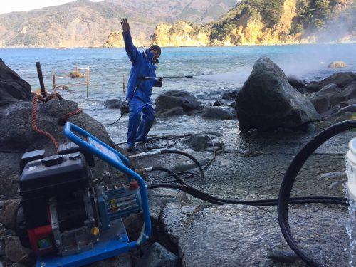 静岡県西伊豆町黄金崎公園ビーチのエントリースロープの画像です。ここはダイビングはもちろんシュノーケリングや体験ダイビングも楽しめる絶景ポイントです。