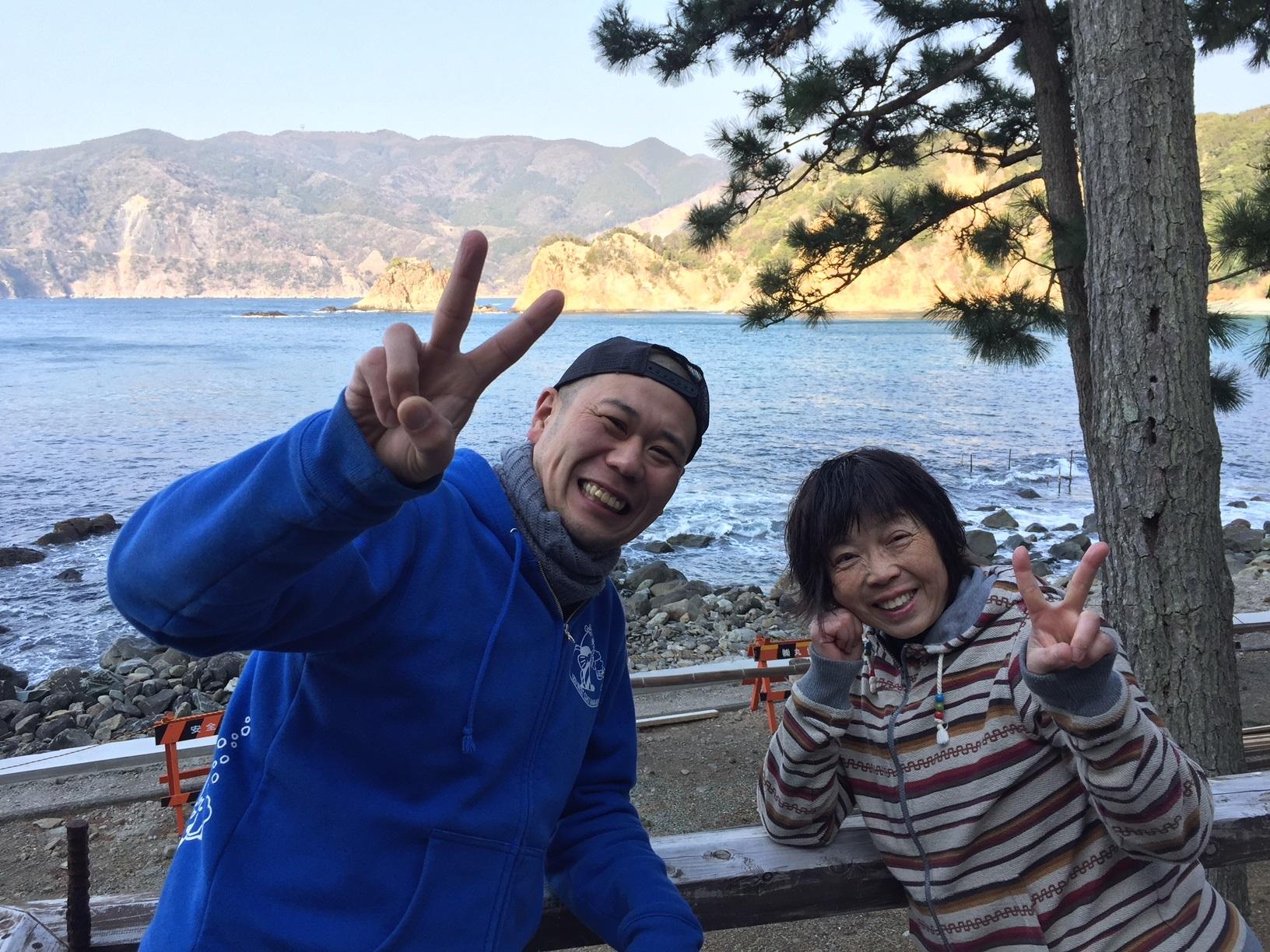 静岡県西伊豆町黄金崎公園ビーチにお越し頂いたゲスト様の画像です。ここはダイビングはもちろんシュノーケリングや体験ダイビングも楽しめる絶景ポイントです。