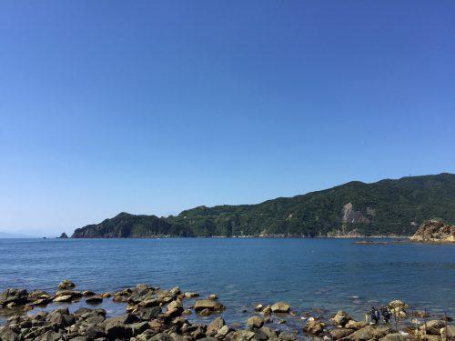 青空:静岡県西伊豆町黄金崎公園ビーチのダイビングで見れました。ここはダイビングはもちろんシュノーケリング(スノーケリング)や体験ダイビングも楽しめる絶景ポイントです。